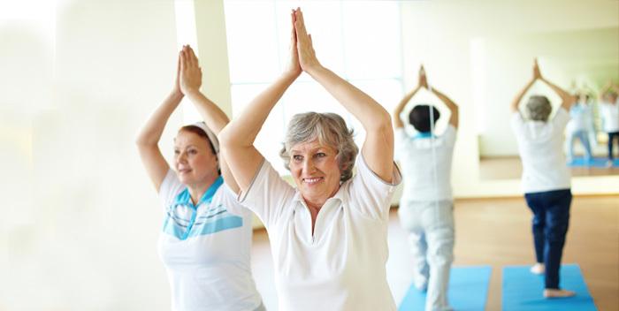 I benefici dello yoga per la terza età