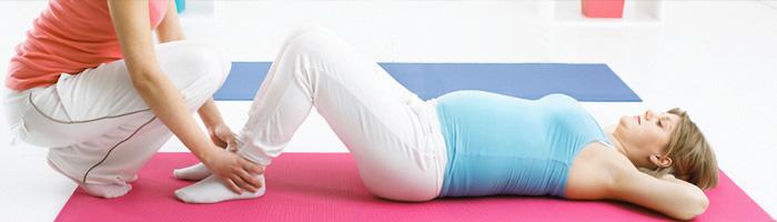 Praticare yoga per la gravidanza con insegnanti certificati