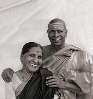 Pattabhi Jois e Amma