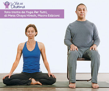 La posizione seduta, adatta a pranayama e meditazione, si può fare anche su una sedia