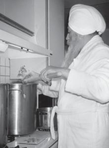 Yogi Bhajan in cucina
