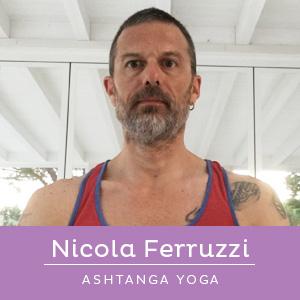 Nicola Ferruzzi, insegnante di ashtanga yoga